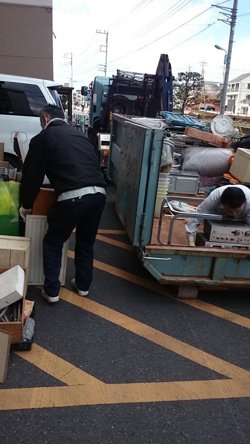 アームロール4トン車での混載不用品処分